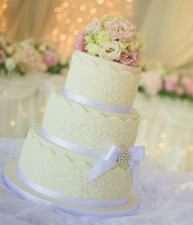lace detail wedding cake